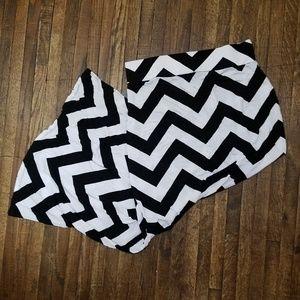 $$$ a.n.a Black & White Chevron Maxi Skirt